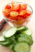 Sliced cherry tomatoes and cucumbers — Stockfoto