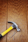 Hammer and nails on wood — Stockfoto
