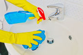 Basins will be cleaned — Stock Photo
