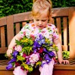 Child with a bouquet of flowers. gift for mother — Stock Photo