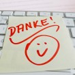 Note on computer keyboard: thank you — Stock Photo