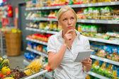 Výběr v supermarketu — Stock fotografie