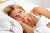 Woman lies awake in bed. sleepless and nachdenklic — Stock Photo