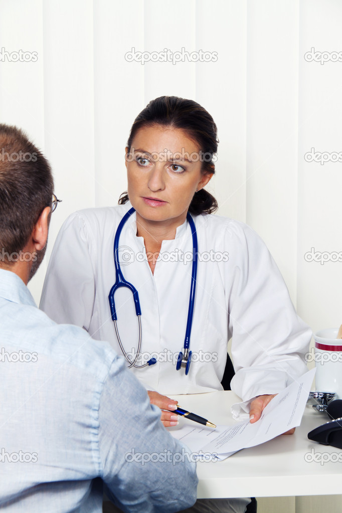 Physician practice with patients. interview and counseling treatment. — Stock Photo #11861260