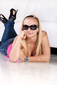 Pretty young girl in sun glasses — Stock Photo