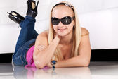 Attractive smiling blond girl in sun glasses — Stock Photo