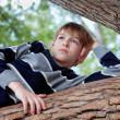 Teenager is in a tree and dreams, summer — Stock Photo