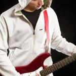 hombre con la guitarra — Foto de Stock