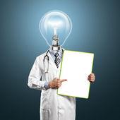 Testa lampada medico uomo con scheda vuota — Foto Stock