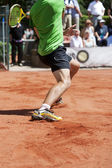 Male tennis player lunging for the ball — Stock Photo