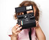 Belle fille en caméra de studio whith — Photo
