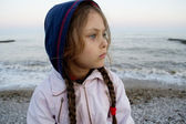 Girl looks into the distance — Stock Photo
