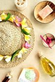 Straw hat with tropical spa supplies — Stockfoto