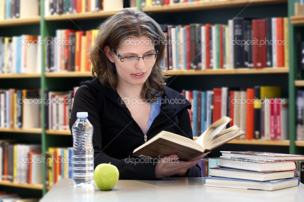 Student reading a book — Stock Photo #11521708