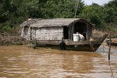 フローティング ハウス - tonle の樹液、カンボジア — ストック写真