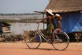 Binicilik bisiklet - tonle sap, kamboçya — Stok fotoğraf