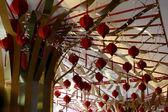 Kırmızı decoations - orchard road, singapore — Stok fotoğraf