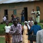 DR CONGO - NOV 2ND : Refugees cross from DR Congo into Uganda at — Stock Photo #11654021