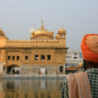 Sikh Man Praying at Golden Temple — Stock Photo