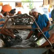 Washing Dishes at Golden Temple — Stock Photo