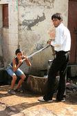Pumpen von lokalen wasser gut, agra, indien — Stockfoto