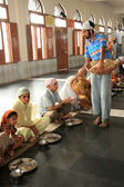 Indians Eating On Floor at Golden Temple — Stock Photo
