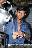 Tradizionale tè indiano - baraccopoli in bombadi, mumbai, india — Foto Stock