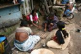 Traditional Game - Slums in Bombaby, Mumbai, India — Stock Photo
