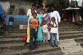 Família indiana - tanque banaganga, mumbai, Índia — Fotografia Stock