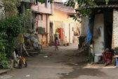 Straße im elendsviertel, mumbai, indien — Stockfoto