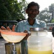Man Making Fresh Juice - Kolkata, India — Foto Stock