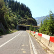 Transfagarasan road between mountains — Stockfoto