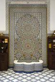 Fontanna z mozaiką ceramiczną — Zdjęcie stockowe