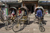 Rickshaw men is waiting for tourists — Stock Photo