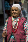 Portrait of old tibetan woman — Stock Photo