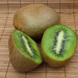 Two sliced kiwi - Foto de Stock  