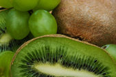 Kiwi and grape — Stock Photo