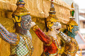 Giant stand around pagoda at wat phra kaew — Stock Photo