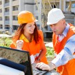 Female and male construction workers — Stockfoto