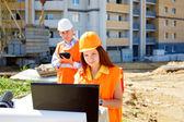 女性和男性的建筑工人 — 图库照片