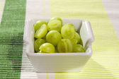 White grapes in small bowl — Stock Photo