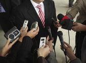 Réunion des microphones de conférence journalisme d'affaires — Photo