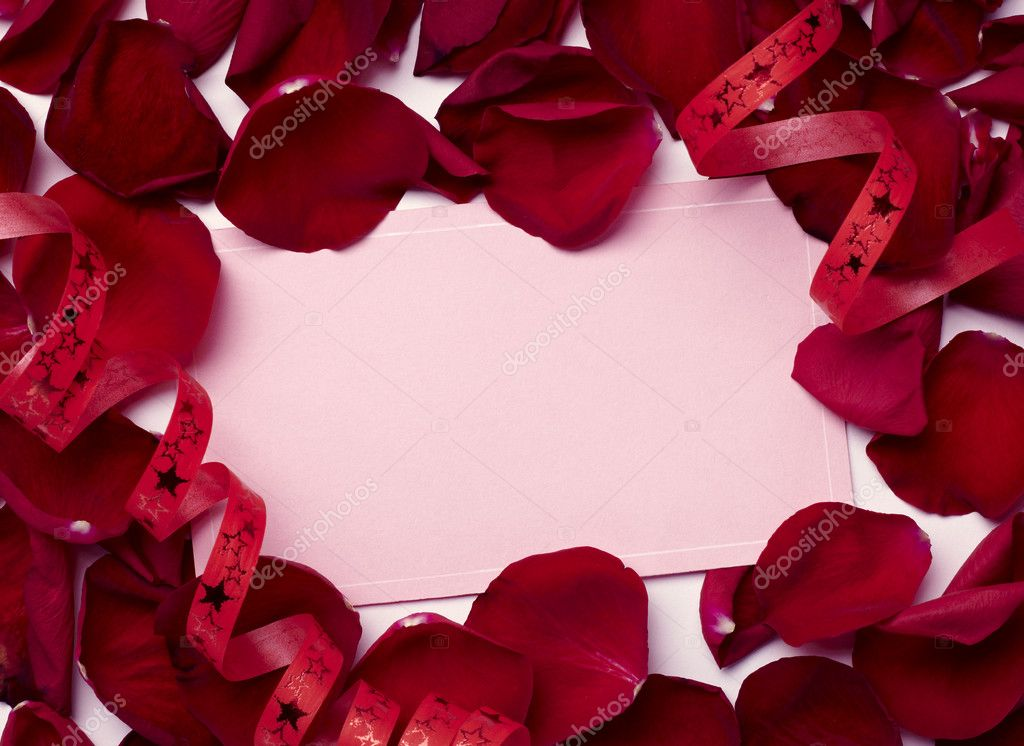 Close up of greeting card dwith rose petals decoration — Foto Stock #11410303