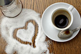 Coffe cup drink and love heart shape in sugar — Stock Photo