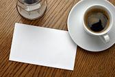 Kaffee tasse trinken und leere karte — Stockfoto