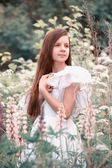 Girl in a white dress in the field — Stock Photo