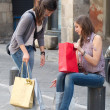 Two Grils While They Speak after to Have Made a Shopping — Stock Photo