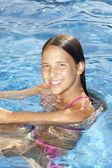 Smiling girl in the swimming pool — Stock Photo