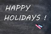 Gelukkige vakantie geschreven op een vlekkerig bord met krijt — Stockfoto