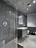 Modern bathroom with glass shower cubicle — Stockfoto